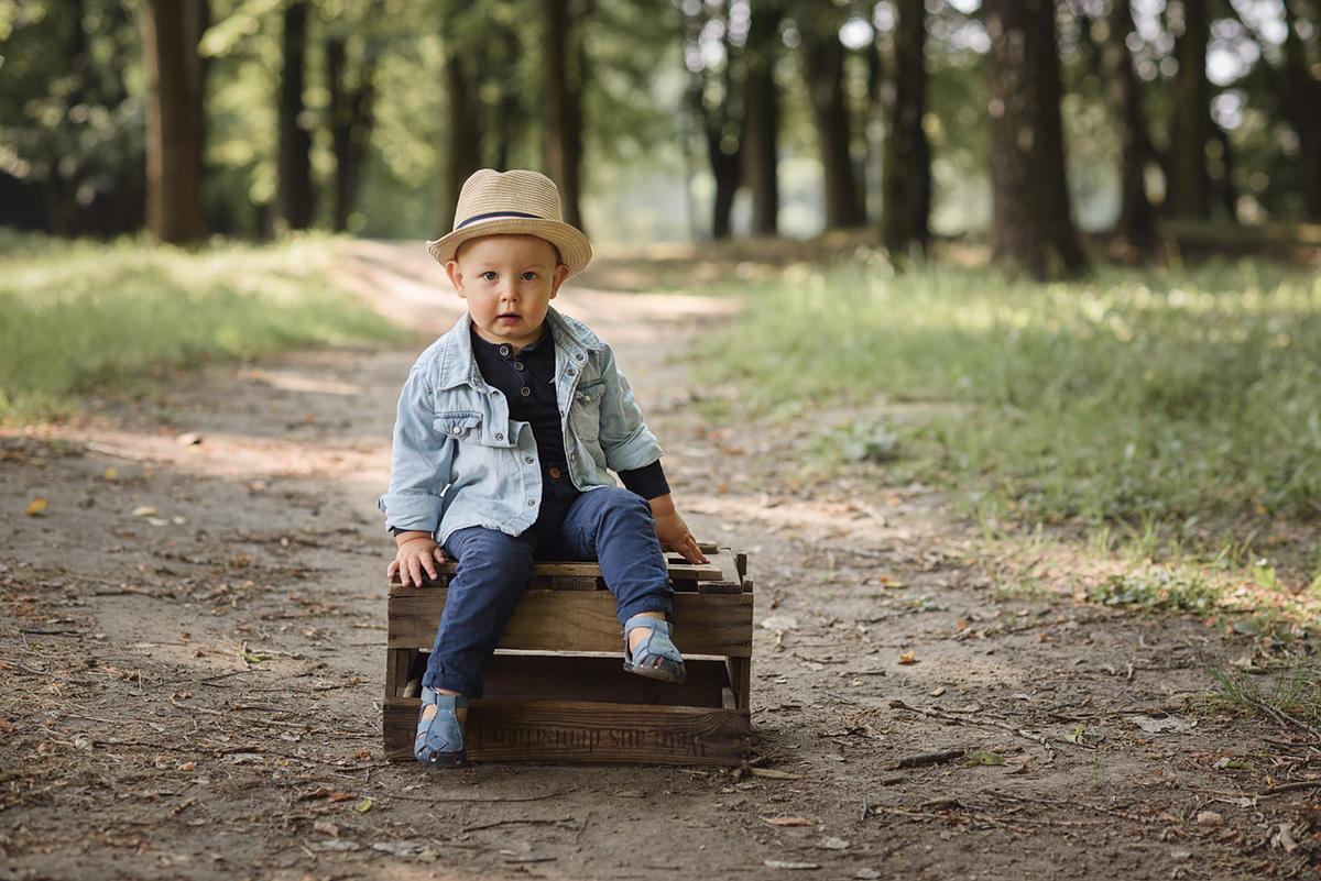 sesja dziecięca w lesie