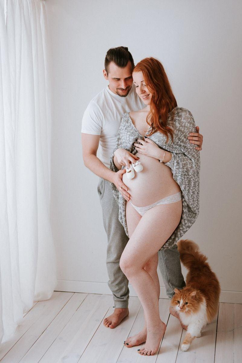 Ciążowa fotografia z kotem