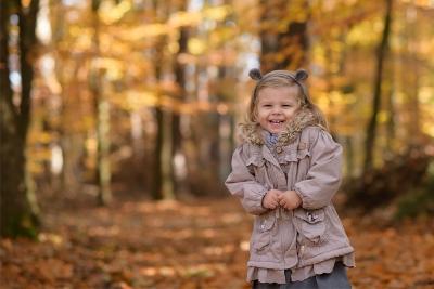 zdjęcie dziecka jesienny plener