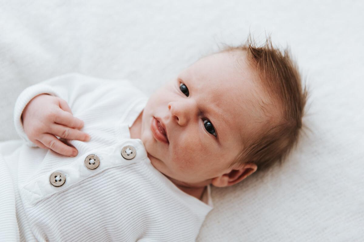 Naturalna sesja fotograficzna noworodka