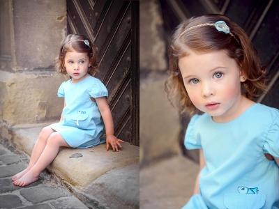 dziewczynka na schodach sesja plenerowa
