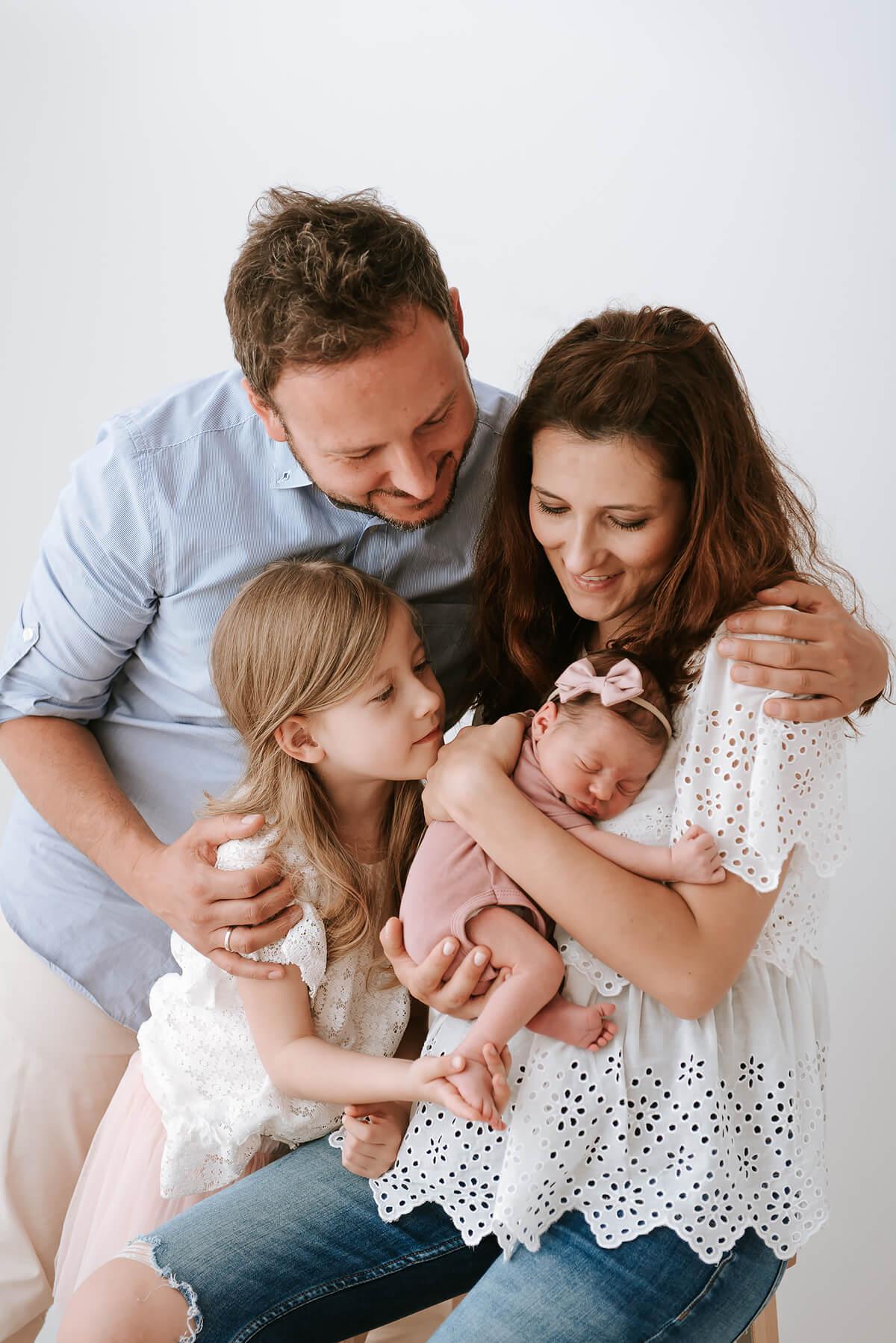 Sesja noworodka w studio fotograficznym