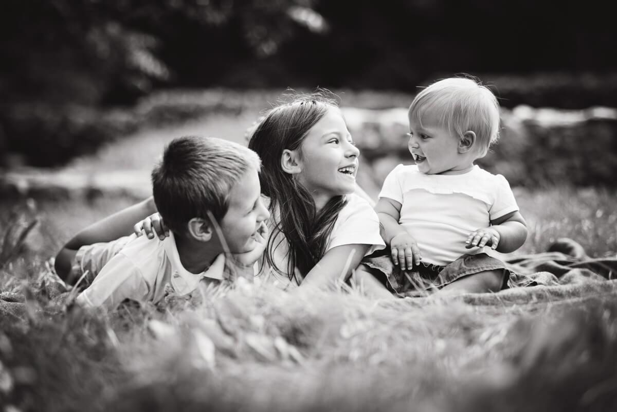kadr z sesji dziecięcej rodzeństwa