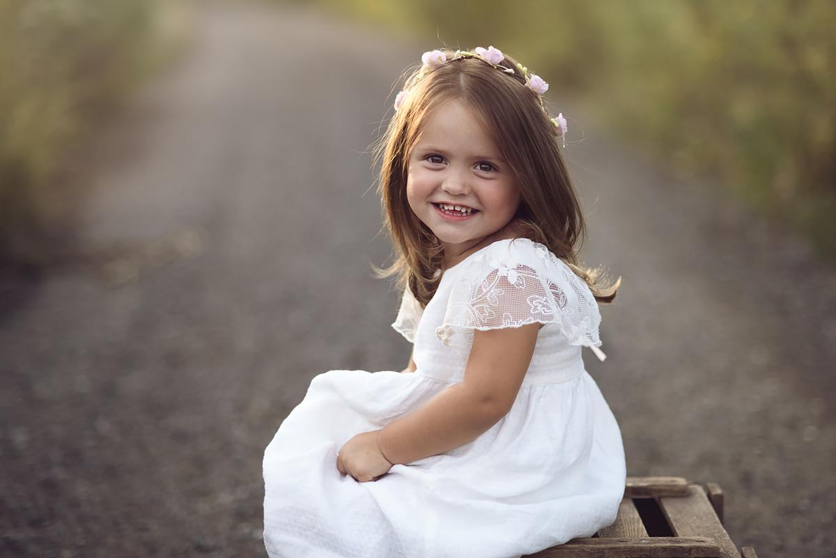 Zdjęcie dziecka w sesji plenerowej