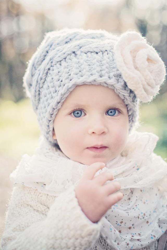 Portret dziecka na jesienne sesji plenerowej