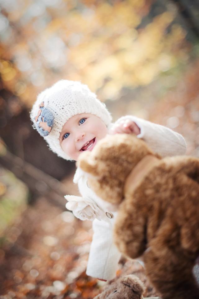 Rodzinna sesja fotograficzna w jesiennym plenerze