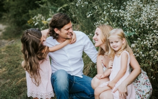 Rodzinna sesja fotograficzna w plenerze
